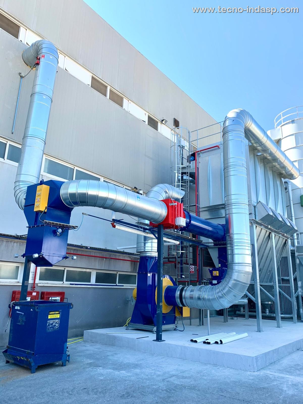 Instalación de aspiración mediante equipo de filtración con autolimpieza automática en Ingeniería de Compuestos S.L.